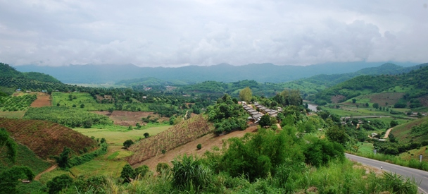 Berg- und Tal-Panorama bei Doi Wawee, auf dem Weg nach Thaton