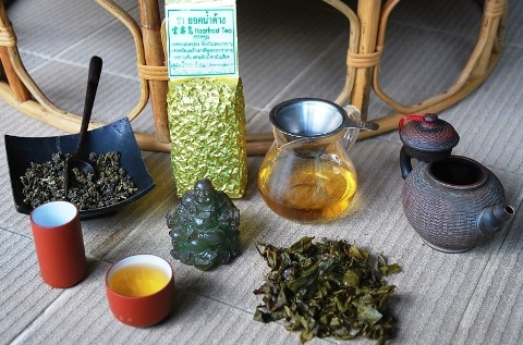 Winter- (Raureif-) Oolong des Jin Xuan Tee-Kultivars zubereitet im Stil der chinesischen Gong Fu Cha