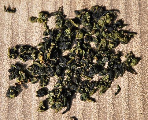 Tie Kuan Yin aus Anxi, Fujian: gerollte trockene Blätter Closeup
