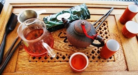 Bulang Gushu shu Pu Erh Tee in Gong Fu Cha Zubereitung