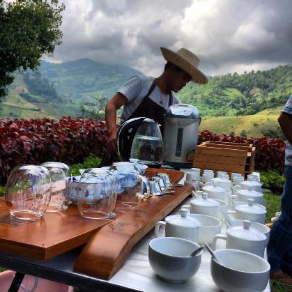 Alles bereit zum Teetrinken in Doi Mae Salong Teemeister-Kurs