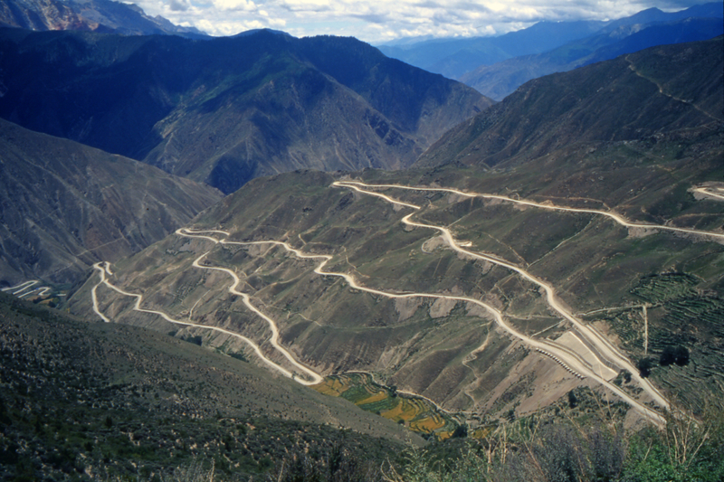 """Der Sichuan-Tibet """"Highway"""", Teil der alten Teestraße nach Lhasa in Tibet"""
