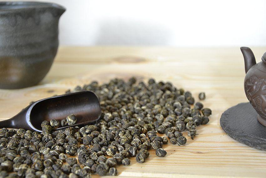 """""""Jasmine Dragon Pearls"""" - mit Jasmin-Blüten bedufteter grüner Tee"""