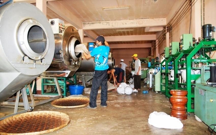 Für den Preis des Tees relevante in der Teefabrik anfallende Kosten: Räumlichkeiten, Arbeit, Know-how, Anlagen und Equipment, Betriebsmittel, usw.